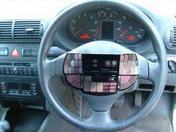 Stuur in de auto speciaal voor vrouwen