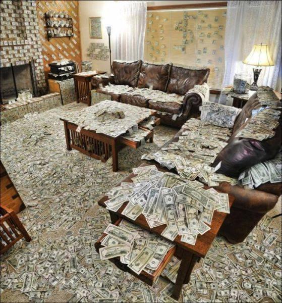 Huiskamer vol met geld