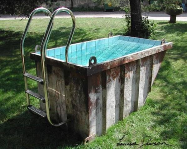 Raar zwembad in de tuin grappige plaatjes